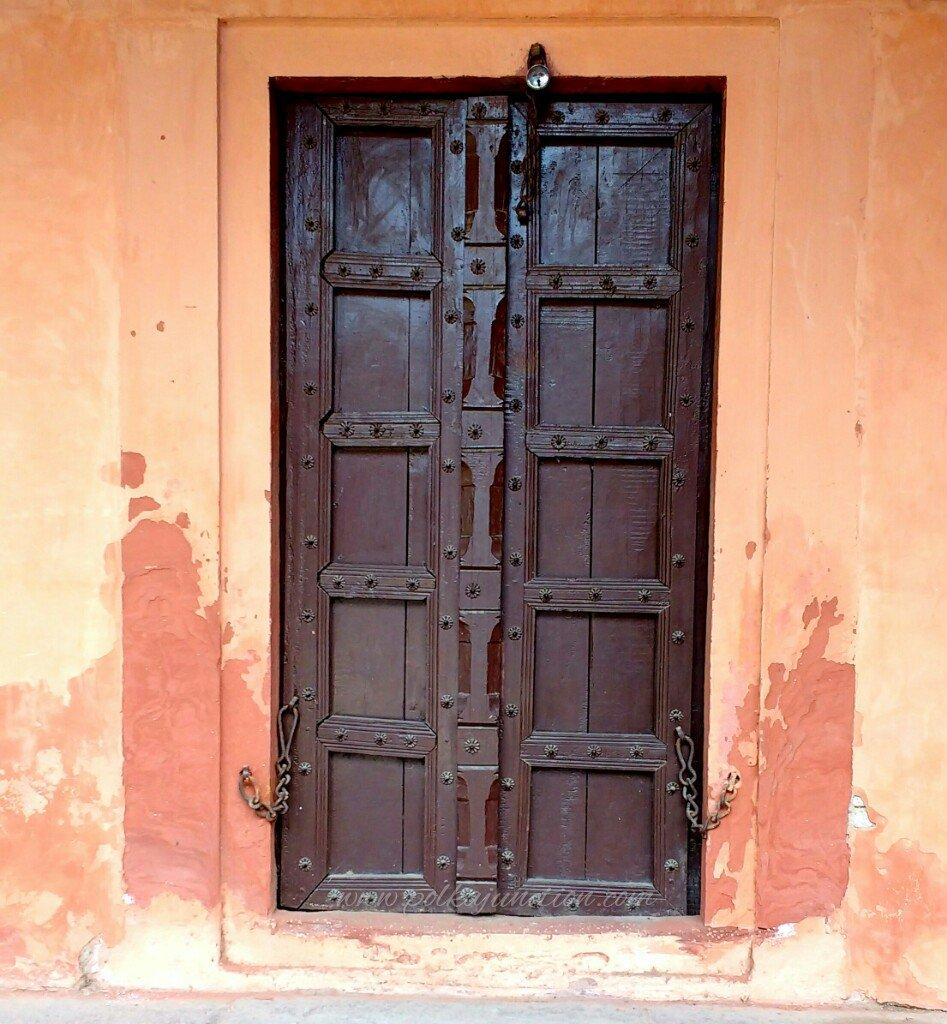 doors of the taj mahal