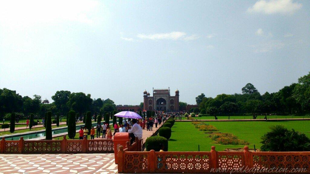 The beautiful Charbagh garden of the Taj
