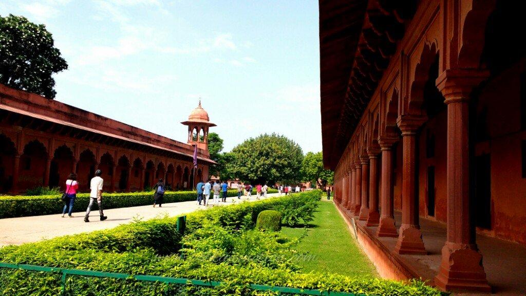 corridors along side the eastern gate of the Taj