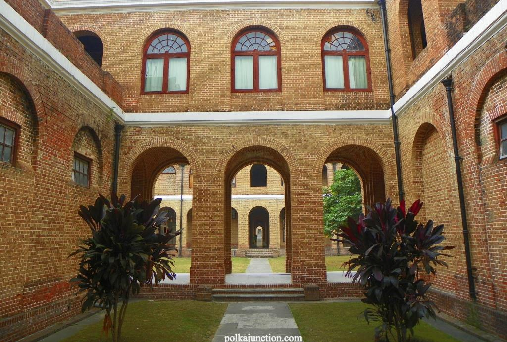Forest Research Institute's Architecture : Inner courtyard