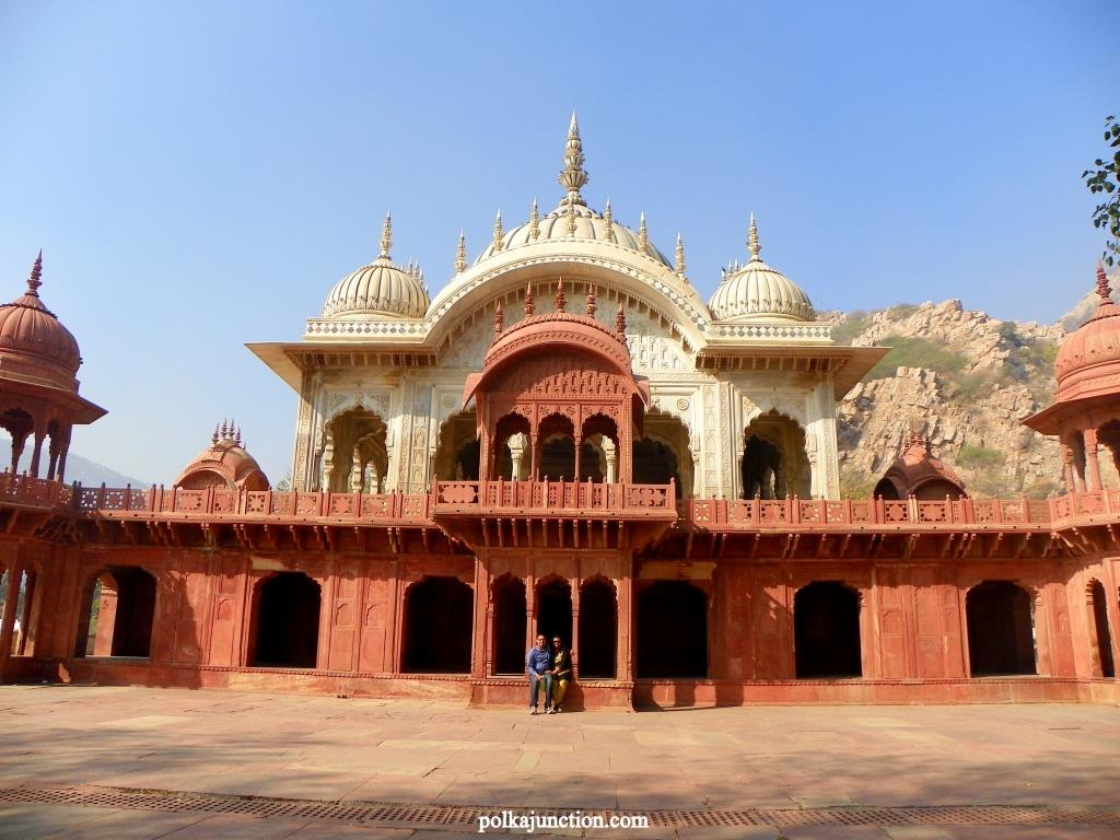 Of course, the place requires a better maintenance as one can find cob-webs hanging from the ceilings, pigeon poop was strewn all around like any other structure in the vicinity of Moosi Maharani Ki Chhatri.