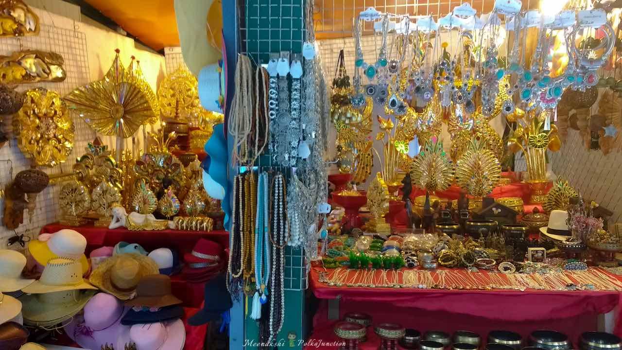 Night-Bazar-shopping-Chiang-mai