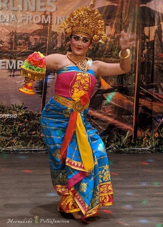 Tari-pendet-dance